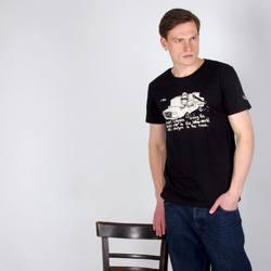 Если вы когда-то были у нас, но не нашли нужного размера этой футболки, сейчас самое время прийти снова! Принт «Курт Кобейн» от берлинского художника Rolandt выполнен в технике вытравки, без использования краски. Верхний слой ткани подвергается специальной обработке, засчет чего материал светлеет и получается натуральный рисунок.   Футболка представлена в размерах XS-XL, сделана из 100% органического хлопка.   2,300₽ #RB001_755 #freelabelme #органическийхлопок