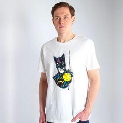 Футболка с Бэтменом от художницы @maria_susarenko   На этом принте знаменитый персонаж комиксов, вопреки своему устоявшемуся образу, представлен обаятельным, и дарит улыбку. В такой футболке вы можете последовать его примеру.  В наличии есть все размеры прямо сейчас.  #STTU755_MS001  2500P  #freelabelme #островноваяголландия #лезьвбутылку #футболки #принт #russianartist