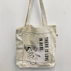 """Сумки-шопперы Limited Edition   Ограниченная серия переработанных сумок с принтами от художника Roland Brueckner. Три изображения """"Heart, Twins и Head"""" нанесены методом шелкографии и дополнены 3D-текстом.  #SA60_RB  2500P  #freelabelme #newhollandisland #recycled #upcycled #bags #shopper #print"""