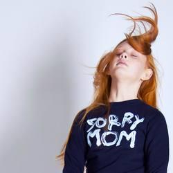 Детский свитшот с принтом Sorry mom от Hattomonkey  Если ваши дети очень озорные и неугомонные, то Sorry mom будет идеальным принтом для них. По детски наивно художник сотворил его с помощью одних только краски и пальцев. Толстовка из органического хлопка и переработанного полиэстера абсолютно безопасна для кожи.  Размеры: 3-14 лет. Доступны в магазине и онлайн.  #HM006_913  3700Р  #freelabelme #лезьвбутылку #organiccotton #recycled #childrensclothes #одеждадетям