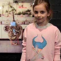 Детский свитшот с принтом от @_abnormalos_   Такая толстовка подойдёт для нежных девочек от 12 до 14 лет. Мягкий органический хлопок благодаря производству, ориентированному на устойчивость, имеет более продолжительный срок жизни, и сохраняет свои тактильные качества после многократных стирок.  #STSK916_SS002  3700P  #freelabelme #островноваяголландия #органическийхлопок #детскаяодежда #sustainability #sustainablefashion #russianart