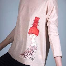 """""""Ladybird""""   Женская футболка с длинным рукавом из лимитированной коллекции. Принт от художницы Sasha Shi идеально гармонирует с цветом ткани. Кстати о ткани - как и большинство других, эта вещь сделана из органического хлопка. Отличительной чертой этой блузки является исполнение в технике slub, что становится заметно при ближайшем рассмотрении. Идеальный в своем несовершенстве, этот материал ощущается почти невесомым, когда вы его примерите.   3,600₽ Доступно к заказу на сайте и в оффлайн магазине в здании Бутылка.   #freelabelme #органическийхлопок"""