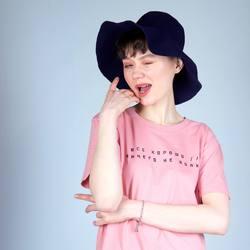 Надеемся у вас все хорошо и ничего не болит!  На модели платье-футболка из органического хлопка с принтом от Nikita Kaun. Доступно к заказу на сайте и в офлайн-магазине в здании Бутылка. У нас в магазине вы можете без труда подобрать подходящий размер и определиться с моделью. Любое изделие можно заказать в вашем любимом цвете и с кастомным принтом.   #лезьвбутылку #органическийхлопок #freelabelme