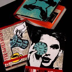 Reporter book, pocket book и note book  Записные книжки от Пражской компании Deafmessenger делаются вручную. Каждый блокнот обладает своим уникальным, неповторимым дизайном. Яркие вставки из старых журналов и вдохновляющие цитаты делают из простой записной книжки - арт бук, в который хочется внести что-нибудь особенное от себя. На 90% состоят из переработанных материалов. Есть в трёх размерах: малый, средний и большой. Только во Freelabel.  #FLX_DM01 2500₽ #FLX_DM02 2700₽ #FLX_DM03 3400₽  #freelabelme #новаяголландия #recycled #recycledmaterials #notebooks #handmade