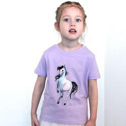 Детская футболка с принтом от @_abnormalos_   Вот и настало 1 сентября. Утром детишки надели школьную форму и отправились на линейки. Вечером им наверняка захочется надеть что-нибудь легкое и красивое. Футболка с единорогом - отлично подойдёт для того, чтобы бегать по дому или сходить на прогулку по любимым местам. Размеры: от 3х до 14 лет. Доступно в официальном магазине и на freelabel.me  #STTK909_SS004  2300P #freelabelme #островноваяголландия #детскаямода #дети #органическийхлопок #единорог