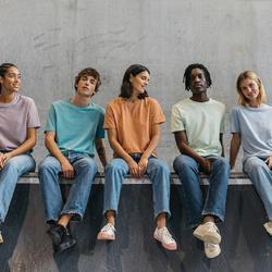 Чтобы иметь продукт самого высокого качества, мы сотрудничаем с брендом Stanley/Stella.  Этот бренд, являющийся пионером во многих сферах устойчивого производства, на текущей неделе участвует в Fashion Revolution Week 2021. Это мероприятие проводится, чтобы отдать дань уважения всем людям, физически шьющим одежду.  Наши бренды-партнеры используют только этичные фабрики в Бангладеше и имеют своей задачей обеспечить всем своим сотрудникам прожиточный минимум и справедливые условия труда.  Другая важная цель, которая была озвучена нашими известными партнерами в ходе FRW 2021 - достижение ПОЛНОЙ климатической нейтральности менее чем за 10 лет.  Выбирая наш товар, вы всегда будете знать, кто и в каких условиях сшил вашу одежду.  Есть только один путь - вперед. И назад дороги нет.  #freelabelme #новаяголландия #лезьвбутылку #fashionrevolution #whomadeyourclothes