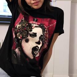 В нашем магазине появились новые модели вещей с принтом «Pins» от Nikita Kaun. На этот раз без вышивки и в разных цветах: платья, свитшоты и женские худи, а также футболки унисекс. Все покажем чуть позже!  На фото футболка с вышивкой в ограниченном тираже (sold-out) доступна только под заказ.   #freelabelme #organiccotton